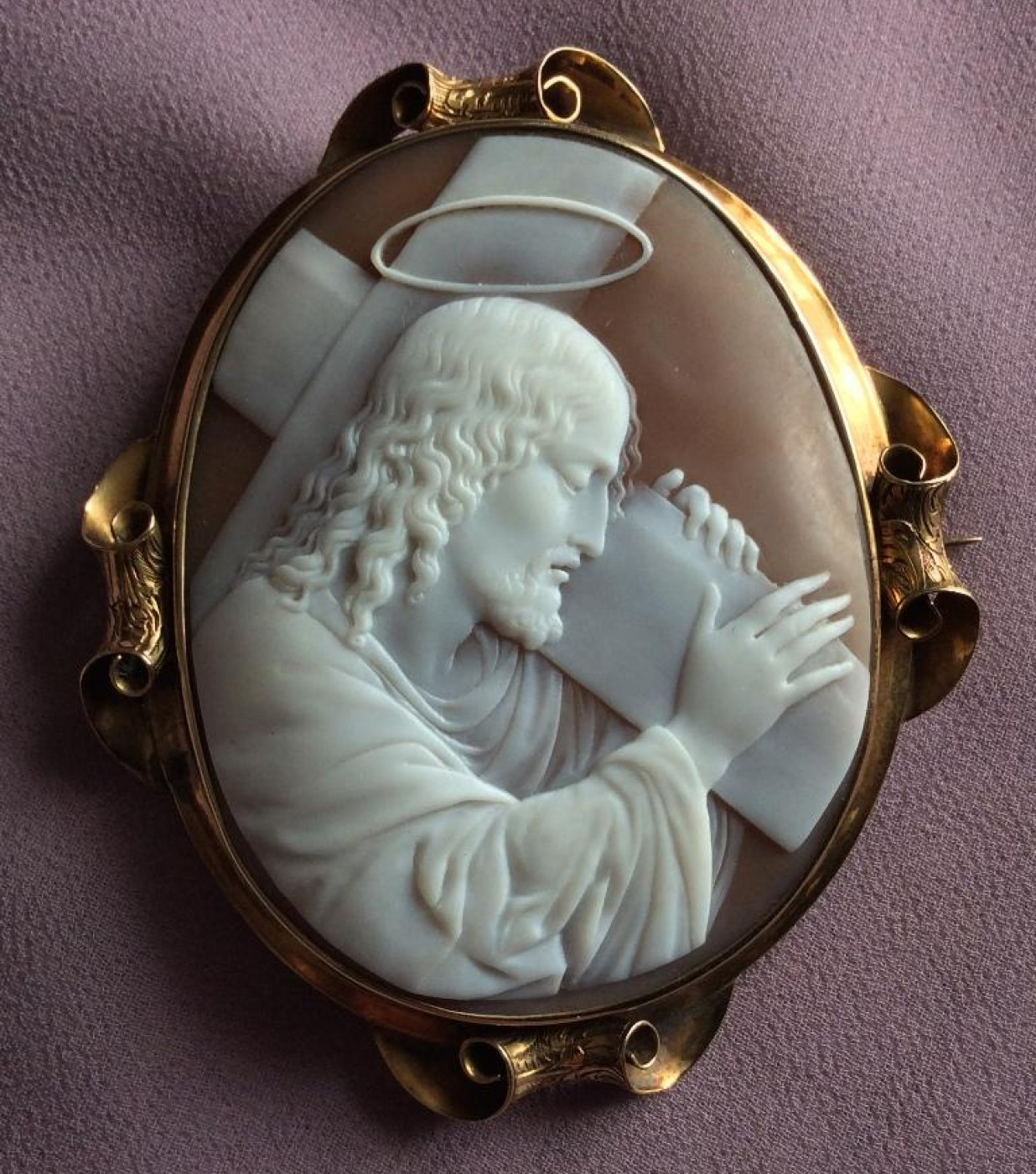 Rarest Cameo of Jesus Carrying His Cross