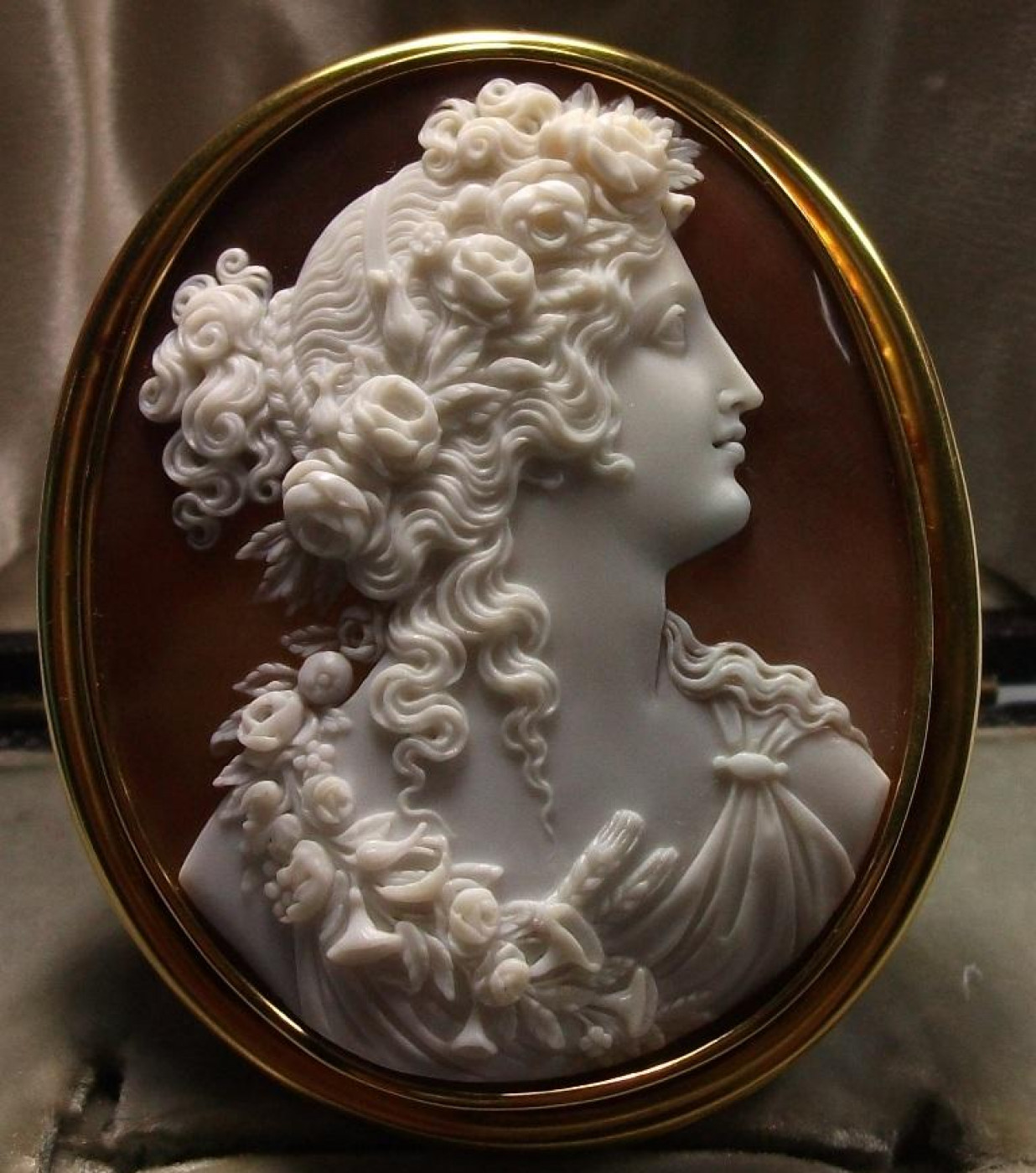 Outstanding Cameo of Goddess Flora - Cased